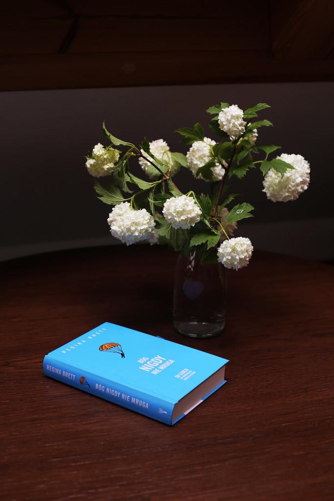 Recenzja książki Bóg nigdy nie mruga. 50 lekcji na trudniejsze chwile w życiu